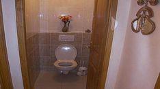 Quand les toilettes se bouchent, c'est la catastrophe, car bien souvent, ça déborde et c'est très, très loin de sentir la rose dans la maison. Plusieurs techniques, de la plus rapide à la plus radicale, s'offrent à nous.  Découvrez l'astuce ici : http://www.comment-economiser.fr/deboucher-toilettes.html?utm_content=buffer69508&utm_medium=social&utm_source=pinterest.com&utm_campaign=buffer