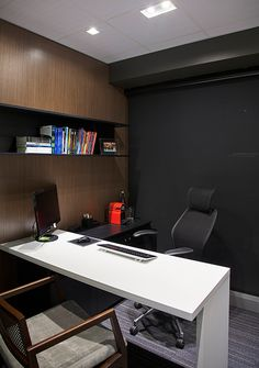 Small Office Design Workspaces is extremely important for your home. Whether you pick the Corporate Office Interior Design or Office Interior Design Ideas Billy Bookcases, you will create the best Office Interior Design Ideas Modern for your own life. Office Cabin Design, Small Office Design, Office Furniture Design, Small Room Design, Workspace Design, Office Workspace, Office Interior Design, Home Office Decor, Interior Design Photos