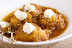 Caramel dumplings with cream