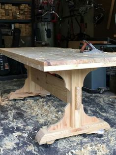But timber framed and with scroll work on the support brackets - Salvabrani Building Furniture, Log Furniture, Farmhouse Furniture, Furniture Projects, Dinning Room Tables, Diy Dining Table, Wood Table, Trestle Table, Woodworking Projects Diy