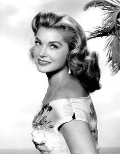 Esther Williams--the golden age of hollywood Old Hollywood Stars, Hooray For Hollywood, Hollywood Icons, Old Hollywood Glamour, Golden Age Of Hollywood, Vintage Hollywood, Classic Hollywood, Old Movie Stars, Classic Movie Stars