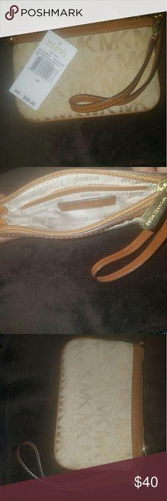 NWT Michael Kors Wrislet. MK Wrislet with inner pocket and remival wrislet band. Michael Kors Bags Clutches & Wristlets