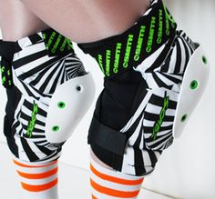 SMITH SCABS KNEE PADS - we think these are pretty... and they'd look good on our team!