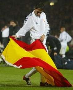 Real Madrid's Raul celebrates winning La Novena, Hampden Park, Glasgow. May 15, 2002.