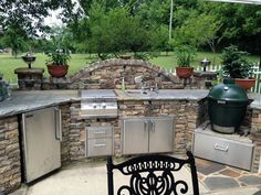 When we Are talking about the house decoration, we can't overlook talking about the Backyard Kitchen Design Ideas. Backyard -- or the outdoor side of the house Big Green Egg Outdoor Kitchen, Outdoor Kitchen Plans, Outdoor Cooking Area, Outdoor Kitchen Countertops, Backyard Kitchen, Outdoor Kitchen Design, Summer Kitchen, Kitchen Decor, Kitchen Ideas