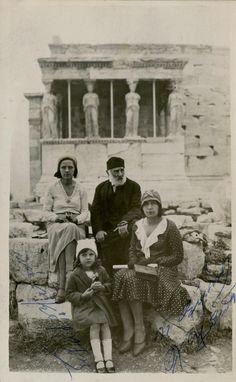 Art Articles, Acropolis, Greece, Couple Photos, Vintage, Greece Country, Couple Shots, Couple Photography, Vintage Comics