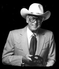 Clayton Moore played The Lone Ranger ,on T. Clayton Moore, Native American Actors, Western Comics, Tv Westerns, The Lone Ranger, Go To New York, Cowboys And Indians, Real Cowboys, Great Western