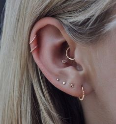 Stunning ✨rose gold✨work by from 🌹 . Cleaned & healed with Piercing Aftercare 🍯 Stunning ✨rose gold✨work by from 🌹 . Cleaned & healed with Piercing Aftercare 🍯 Ear Peircings, Cute Ear Piercings, Ear Piercings Cartilage, Multiple Ear Piercings, Cartilage Hoop, Piercings For Small Ears, Piercing For Migraine Relief, Ear Piercing Names, Ear Piercings