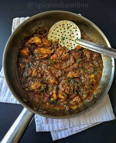 Varutha Kozhi Kari Varutha Kozhi Kari - home style spicy chicken varuval, somewhat semi thick fry which goes very well as a side dish for sambar or rasam sadam and also pairs well with idli, dosa, poori chapthi kind of breakfast dishes too. South Indian Chicken Curry, Indian Chicken Recipes, Indian Food Recipes, Ethnic Recipes, Indian Curry, African Recipes, Fried Fish Recipes, Veg Recipes, Curry Recipes