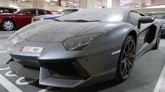 Unos 3.000 autos de alta gama abandonados en las calles de Dubai