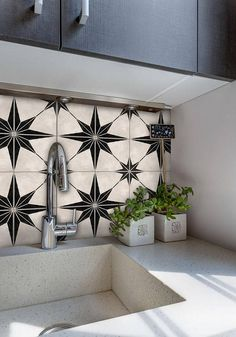 FREE SHIPPING when you spend $125.00 usd or more. Enter code FREESHIP125 at the checkout. This offer is not cumulable with other promotions. Update your kitchen or bathroom splash back without damaging the surface. The perfect solution for renters, exhibitions & temporary installments.