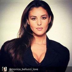 #flirtyfridaysmood#MB Repost @monica_bellucci_love
