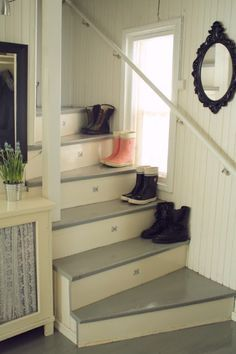 beadboard, dark treads and light risers Beach Cottage Style, Beach House Decor, Take The Stairs, Upstairs Bedroom, Interior Decorating, Interior Ideas, Home Fashion, Stairways, Home Decor Inspiration