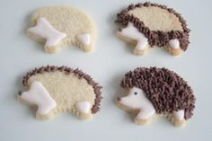 use the grass tip for the spines Iced Cookies, Cut Out Cookies, Cute Cookies, Yummy Cookies, Cupcake Cookies, Sugar Cookies, Hedgehog Cookies, Hedgehog Cake, Hedgehog Birthday