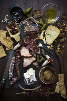 A meat & cheese plate focused on an assortment of cured meats. Tapas Recipes, Wine Recipes, Snack Recipes, Snacks, Wine And Cheese Party, Wine Cheese, Brunch Buffet, Best Cheese, Food Pictures