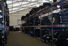 Euer Lager ist voll und ihr braucht kurzfristig und schnell weitere Lagerkapazitäten? Wir freuen uns auf euren Anruf.