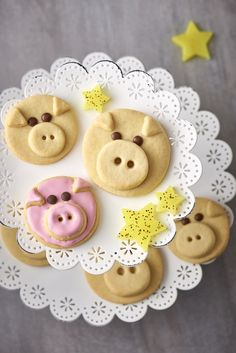 Glcksschweinchen kekse rezept thea sundae bar for make your own sundae party Pig Cookie Recipe, Cookie Recipes, Dessert Recipes, Pig Cookies, Biscuit Cookies, Cooking With Kids, Fun Cooking, Cooking Tips, Fondant Figures