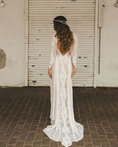 THIS. Yes. If you know me you know I love a good lace dress with a low back! >>>Photo Credit: Shari Mike >>>Via: Green Wedding Shoes