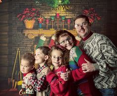 awkward family christmas photos, anyone? Awkward Family Photos Christmas, Weird Family Photos, Christmas Photos, Awkward Photos, Family Holiday, Winter Holiday, Holiday Photos, Family Pictures, Holiday Decor