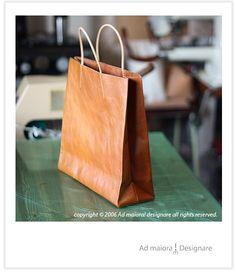 革袋 - Ad maiora! レザークラフトとくまのひとり言 Leather Wallet, Leather Bag, Leather Projects, Living Furniture, Leather Design, Leather Craft, Paper Shopping Bag, Purses And Bags, Messenger Bag
