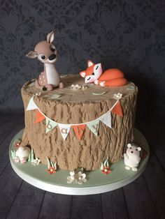 Woodland Animal baby shower cake Best Picture For Baby Shower Themes purple For Your Taste You are l Shower Bebe, Baby Shower Fall, Woodland Theme Cake, Animal Birthday Cakes, Fox Cake, Baby Shower Cakes For Boys, Fondant Figures, Babyshower, Cupcakes