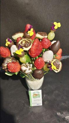 Flores hechas con fruta,  fruta con chocolate y flores comestibles. ..regalos originales y diferentes