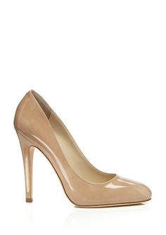 JIMMY CHOO Victoria in nude, an elegant design to wear for several years to come.