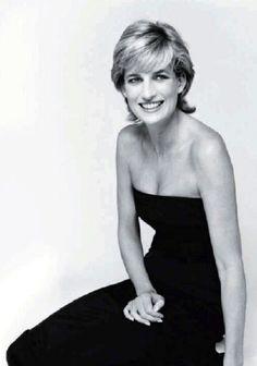Princess Diana, by Mario Testino Photography Princesa Diana, Princesa Real, Princess Diana Family, Royal Princess, Princess Of Wales, Most Beautiful Women, Beautiful People, Beautiful Soul, Mario Testino