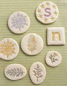 Springerie Cookies - Bavarian cookies called springerle are known for their distinctive flavor. The dough is rolled onto a floured surface, imprinted with clean, floured rubber stamps, dried overnight, and then baked. Springerle Cookies, Galletas Cookies, Sugar Cookies, Best Christmas Cookies, Holiday Cookies, Holiday Treats, Elegant Christmas, Christmas Fun, Beautiful Christmas