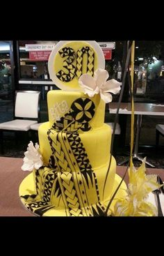 Black cake with gold pattern detail! Beautiful Wedding Cakes, Gorgeous Cakes, Island Cake, 50th Cake, Patterned Cake, 21st Birthday Cakes, Big Cakes, Love Cake, Cake Creations