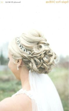 #brautfrisuren #brauthaarband #dem #der #frisuren # #WeddingHairstyleshalfuphalfdown #hairstyles #wedding #WeddingHairstyleshalfuphalfdownhairband #weddinghairstyles Medium Length Bridal Hair, Updo With Headband, Medium Hair Styles, Long Hair Styles, Wedding Hairstyles Half Up Half Down, Elegant Wedding Hair, Bride Hairstyles, Updos, Beauty