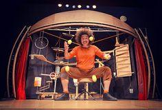 ¡¡Buenisima ayer la actuación MOBIL, de la compañía GUASA, en el Palacio de Orive  dentro de la la programación del Circo Contemporáneo!! Un espectáculo magistral lleno de humor, locura, ternura, malabarismos, efectos domino y creatividad a raudales para todos los públicos. Espero que sea algo de lo que podamos disfrutar en Córdoba todos los años y no se quede en algo puntual :)