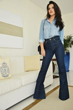Double denim/Jeans com jeans Flare Jeans Outfit, Jeans Outfit Summer, Casual Jeans, Jeans Style, All Jeans, Denim Jeans, Looks Total Jeans, Looks Jeans, Outfits For Teens