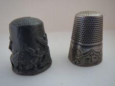 een tinnen en een zilveren hoedje