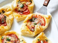 Maybe they're bite-sized, but these Pepperoni Basil Tomato Puffs come with BIG-sized flavors with almost zero effort. Plus, they are perfect for brunch or as potluck appetizers! Complete with a crisp mixed green salad for a wholesome brunch. Potluck Appetizers, Best Appetizer Recipes, Best Appetizers, Easy Recipes, Salad Recipes, Easter Brunch Menu, Brunch Buffet, Puff Recipe, My Best Recipe