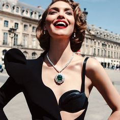 Good morning, Place Vendôme!  #Paris #PFW #HarryWinston #ArizonaMuse #InezAndVinoodh #fashion #jewelry #necklace #emeralds