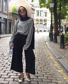 Pinterest: @adarkurdish Modern Hijab Fashion, Street Hijab Fashion, Hijab Fashion Inspiration, Muslim Fashion, Modest Fashion, Fashion Outfits, Hijab Style, Hijab Chic, Modest Wear