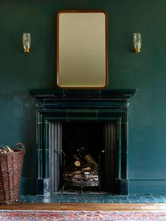 Beautiful dark walls and a black stone fireplace Black Fireplace, Fireplace Mantle, Fireplace Ideas, Living Style, Home And Living, Living Room, Dark Interiors, Colorful Interiors, Bar Deco