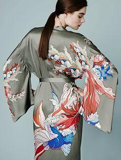 Meng Kimonos: The Art of Silk - Eluxe Magazine Kimono Diy, Satin Kimono, Kimono Dress, Silk Satin, Kimonos Fashion, Hijab Fashion, Bohemian Kimono, Boudoir, Mature Fashion