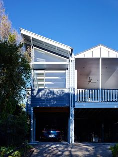 Designed by SMarchitecture, this bright single family house is located in Queensland, Australia.