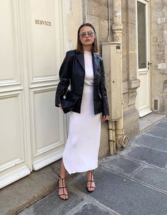 she is sugar, curiosity and rain. Classic Outfits, Casual Outfits, Fashion Outfits, Womens Fashion, Dress Like A Parisian, Outing Outfit, Zara, Sweet Dress, Trends