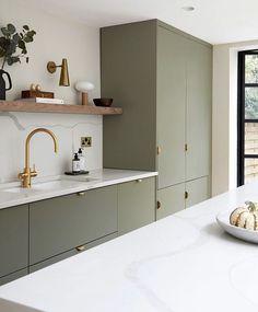 Kitchen Room Design, Modern Kitchen Design, Home Decor Kitchen, Interior Design Kitchen, Home Kitchens, Minimal Kitchen, Long Kitchen, Shaker Style Kitchens, Open Shelf Kitchen