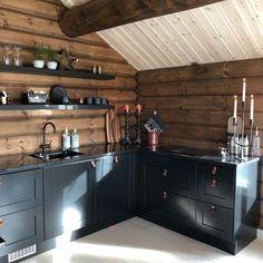 Small Cabin Kitchens, Home Kitchens, Diy Kitchen Decor, Kitchen Interior, Kitchen Appliance Storage, Kitchen Appliances, Small Kitchen Ideas On A Budget, Bungalow, Small Home Offices
