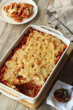 Rich and creamy vegan pasta bake that feeds a crowd AND you can make it in advance so it's perfect for a dinner party! It's comforting, satisfying, and leftovers are simply divine too! | lovingitvegan.com