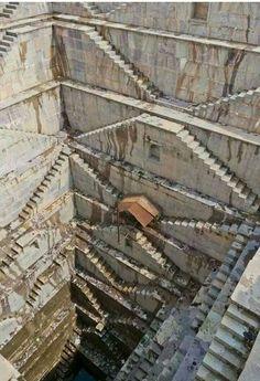 Ein Step-Well in Rajasthan, Indien. – Ein Step-Well in Rajasthan, Indien. Architecture Antique, Futuristic Architecture, Amazing Architecture, Computer Architecture, Architecture Sketchbook, Architecture Portfolio, Architecture Plan, Rajasthan India, India India
