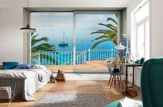 """Einfach mal die Seele baumeln lassen – vom Strandhaus geht's über einen Steg direkt ins Meer. Und das Segelboot steht schon für eine Fahrt rund um Mallorca bereit! (Vliestapete """"Tranquillo"""", XXL4-050)"""
