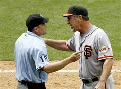 Bruce Bochy argues with home plate umpire after being ejected. @ARI, 2012/04/08.