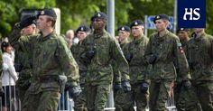 National Parade on the Flag Day of the Defence Forces, Helsinki the 4th of June 2017 -   Sunnuntaina Puolustusvoimain kalustoa esitellään lippujuhlan päivänä ohimarssissa Senaatintorilla. Lisäksi Kansalaistorilla ja Eteläsatamassa pidetään kalustoesittelyitä.