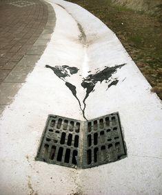 planisfero e tombino, arte di strada   Globale e locale in poesia