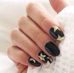 20 Sparkly, Shiny, Shimmery Nail Designs to Try Glittery Nails, Glitter Nail Art, Gold Nails, Black Nails, Black Polish, Star Nail Art, Star Nails, Hair And Nails, My Nails